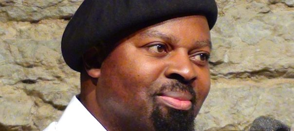 Ben Okri, Metsavend (CC BY-SA 3.0) via Wikimedia Commons